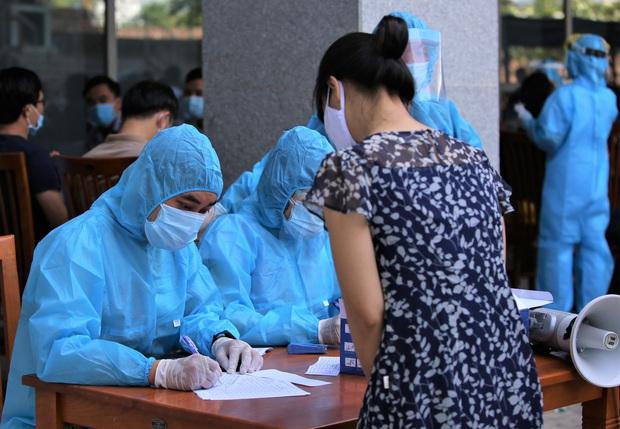 Lãnh đạo sở là F1, Đà Nẵng xét nghiệm gần 1.400 người tại tòa nhà Trung tâm Hành chính - Ảnh 2.