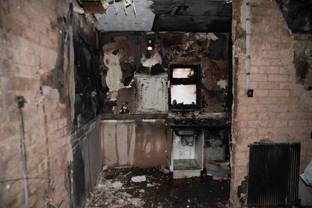 Đang đi làm thì hàng xóm gọi báo nhà cháy, người phụ nữ trở về chứng kiến cảnh tan hoang bắt nguồn từ món đồ gia dụng gia đình nào cũng có - Ảnh 1.