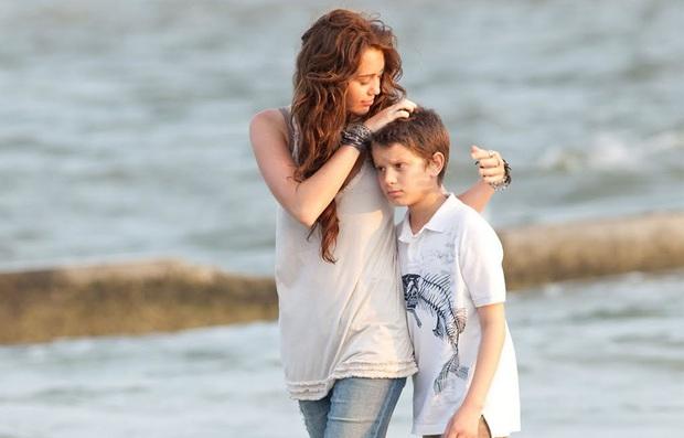 Tình yêu 10 năm xoay vòng Miley Cyrus: Lúc ngoan hiền lúc nổi loạn chấn động, nghi vấn Liam Hemsworth âm mưu kiểm soát - Ảnh 4.
