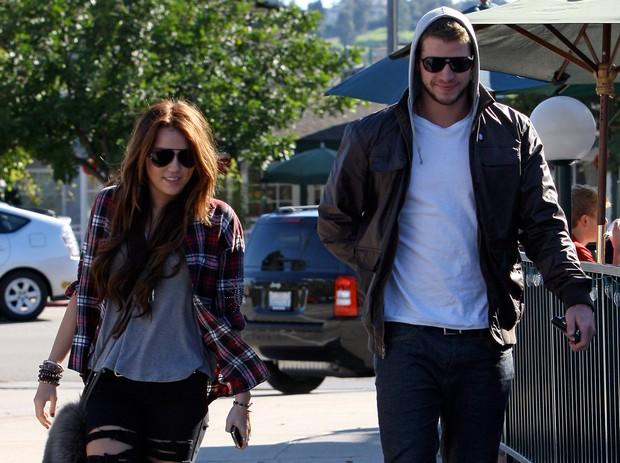 Tình yêu 10 năm xoay vòng Miley Cyrus: Lúc ngoan hiền lúc nổi loạn chấn động, nghi vấn Liam Hemsworth âm mưu kiểm soát - Ảnh 6.