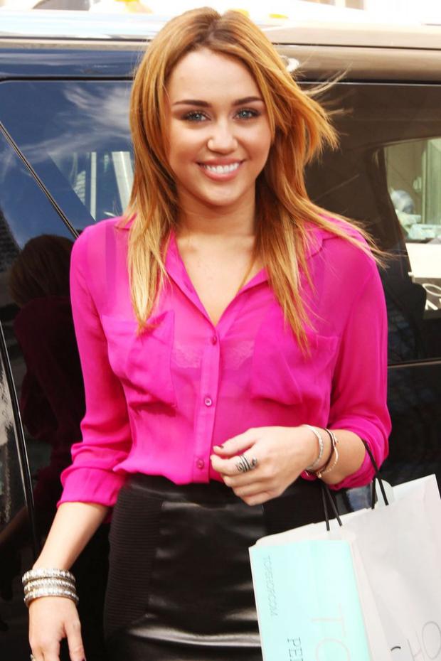 Tình yêu 10 năm xoay vòng Miley Cyrus: Lúc ngoan hiền lúc nổi loạn chấn động, nghi vấn Liam Hemsworth âm mưu kiểm soát - Ảnh 5.