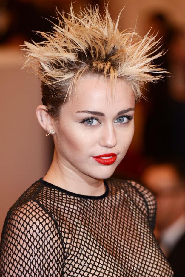 Tình yêu 10 năm xoay vòng Miley Cyrus: Lúc ngoan hiền lúc nổi loạn chấn động, nghi vấn Liam Hemsworth âm mưu kiểm soát - Ảnh 8.