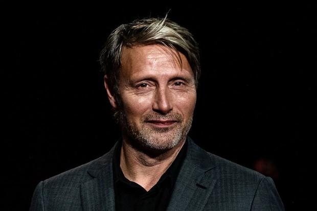 Bị nhận xét là bản nhái, người thay thế Johnny Depp trong Fantastic Beasts đáp trả gay gắt: Làm vậy chính là tự tử! - Ảnh 1.