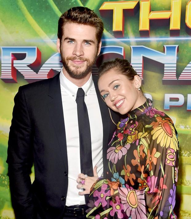 Tình yêu 10 năm xoay vòng Miley Cyrus: Lúc ngoan hiền lúc nổi loạn chấn động, nghi vấn Liam Hemsworth âm mưu kiểm soát - Ảnh 18.