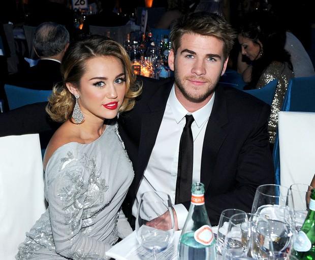 Tình yêu 10 năm xoay vòng Miley Cyrus: Lúc ngoan hiền lúc nổi loạn chấn động, nghi vấn Liam Hemsworth âm mưu kiểm soát - Ảnh 19.