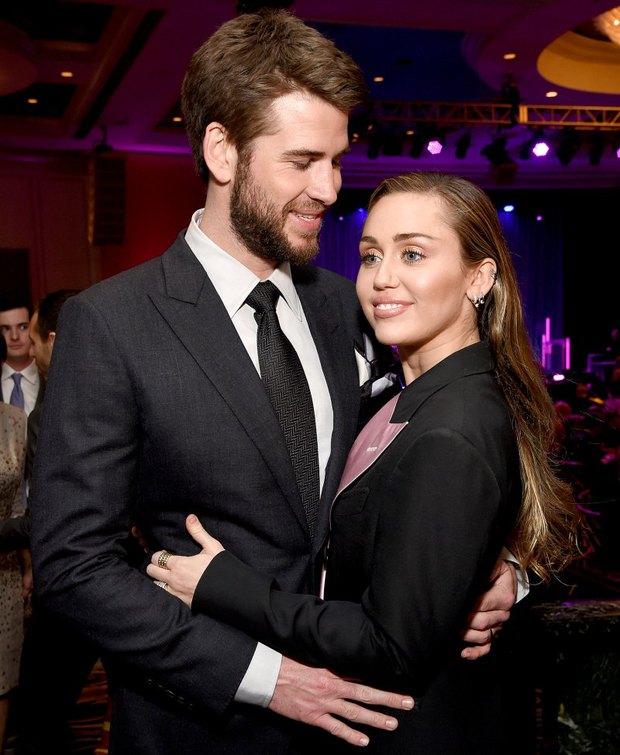 Tình yêu 10 năm xoay vòng Miley Cyrus: Lúc ngoan hiền lúc nổi loạn chấn động, nghi vấn Liam Hemsworth âm mưu kiểm soát - Ảnh 20.