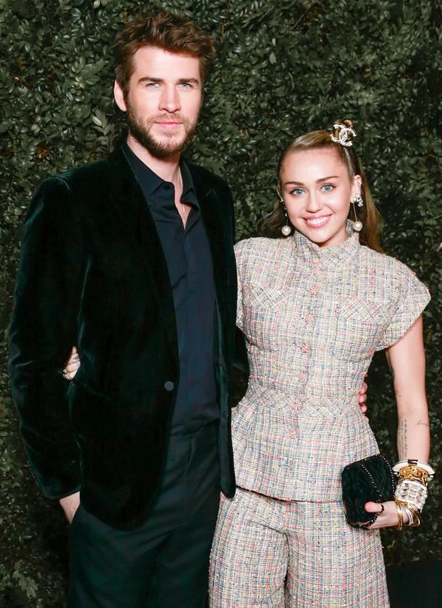 Tình yêu 10 năm xoay vòng Miley Cyrus: Lúc ngoan hiền lúc nổi loạn chấn động, nghi vấn Liam Hemsworth âm mưu kiểm soát - Ảnh 21.