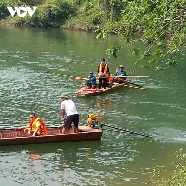 Lật thuyền trên sông Chảy khiến 1 người tử vong - Ảnh 1.