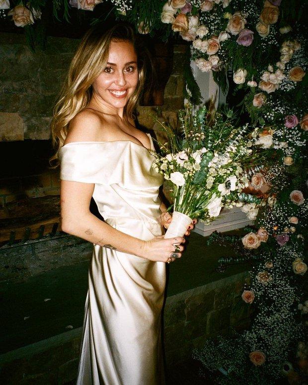 Tình yêu 10 năm xoay vòng Miley Cyrus: Lúc ngoan hiền lúc nổi loạn chấn động, nghi vấn Liam Hemsworth âm mưu kiểm soát - Ảnh 22.