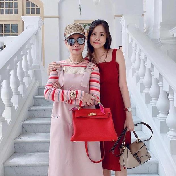 Matt Liu đăng ảnh chúc mừng Ngày của mẹ, mọi sự chú ý đổ dồn vào nhan sắc xinh đẹp của cô em gái - Ảnh 2.