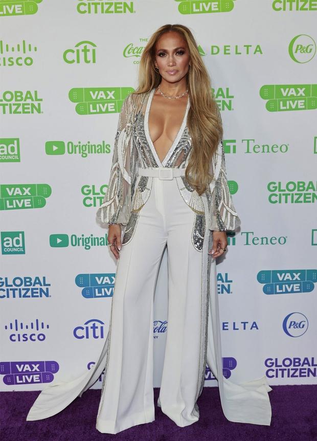 Selena Gomez dừ chát dù là host chủ trì, bị Jennifer Lopez bốc lửa hơn 23 tuổi và dàn sao chặt đẹp ở sự kiện khủng - Ảnh 9.