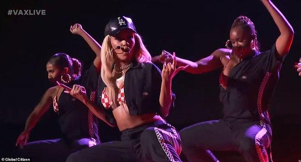 Selena Gomez dừ chát dù là host chủ trì, bị Jennifer Lopez bốc lửa hơn 23 tuổi và dàn sao chặt đẹp ở sự kiện khủng - Ảnh 14.