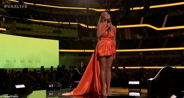 Selena Gomez dừ chát dù là host chủ trì, bị Jennifer Lopez bốc lửa hơn 23 tuổi và dàn sao chặt đẹp ở sự kiện khủng - Ảnh 15.