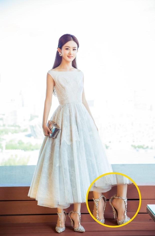 Triệu Lệ Dĩnh xuất hiện hiếm hoi hậu ly hôn, spotlight đổ dồn về chiếc quần jean rúm ró bị buộc chặt eo - Ảnh 10.