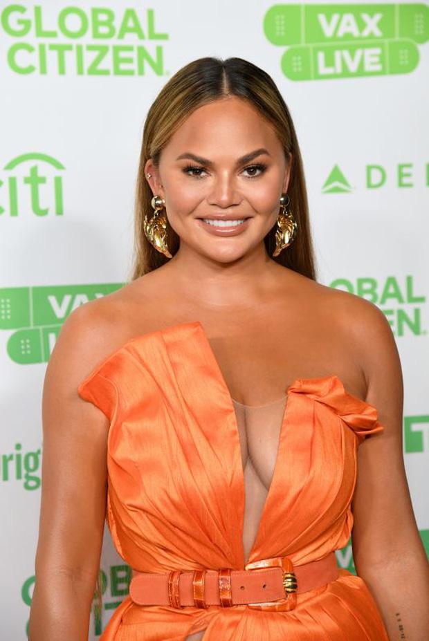Selena Gomez dừ chát dù là host chủ trì, bị Jennifer Lopez bốc lửa hơn 23 tuổi và dàn sao chặt đẹp ở sự kiện khủng - Ảnh 16.