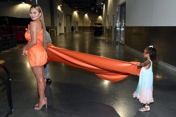 Selena Gomez dừ chát dù là host chủ trì, bị Jennifer Lopez bốc lửa hơn 23 tuổi và dàn sao chặt đẹp ở sự kiện khủng - Ảnh 17.