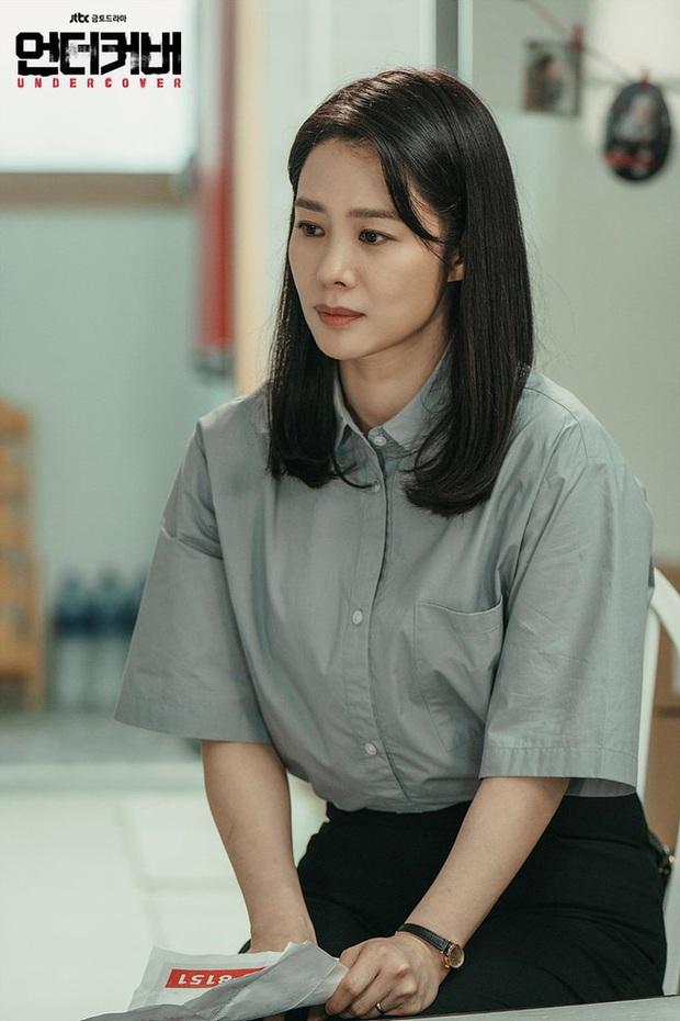Style của mỹ nhân Giày Thủy Tinh trong phim mới rất buồn tẻ nhưng điều gì giúp cô toả sáng tới vậy? - Ảnh 1.