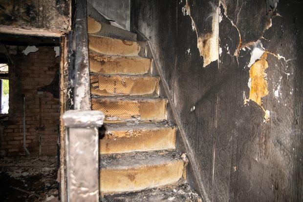 Đang đi làm thì hàng xóm gọi báo nhà cháy, người phụ nữ trở về chứng kiến cảnh tan hoang bắt nguồn từ món đồ gia dụng gia đình nào cũng có - Ảnh 3.