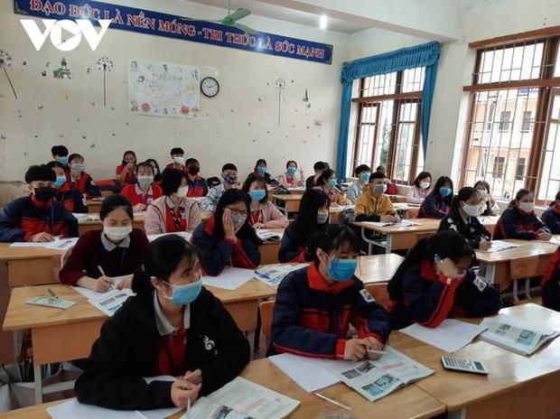 Giáo viên ở Lào Cai đến tận nhà học sinh phát đề, giám sát làm bài thi - Ảnh 5.