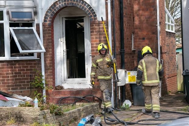 Đang đi làm thì hàng xóm gọi báo nhà cháy, người phụ nữ trở về chứng kiến cảnh tan hoang bắt nguồn từ món đồ gia dụng gia đình nào cũng có - Ảnh 6.