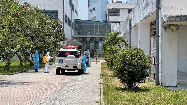 Huế phát hiện thêm ca thứ 3 dương tính SARS-CoV-2 là nhân viên thẩm mỹ viện ở Đà Nẵng, phong tỏa 1 trung tâm y tế - Ảnh 1.