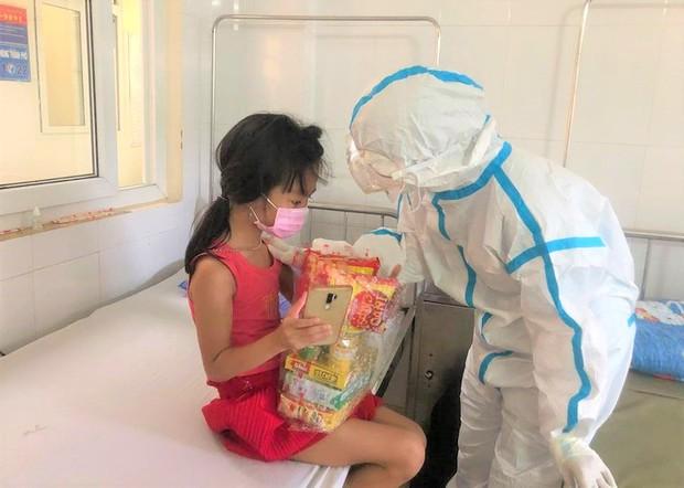 Ngày Quốc tế Thiếu nhi đặc biệt của các cháu bé mắc Covid-19 ở Đà Nẵng - Ảnh 10.