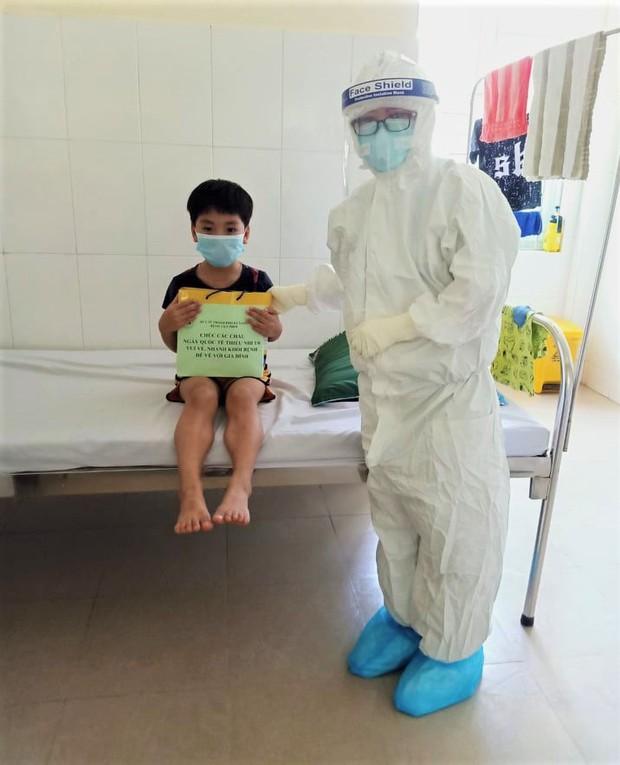 Ngày Quốc tế Thiếu nhi đặc biệt của các cháu bé mắc Covid-19 ở Đà Nẵng - Ảnh 11.