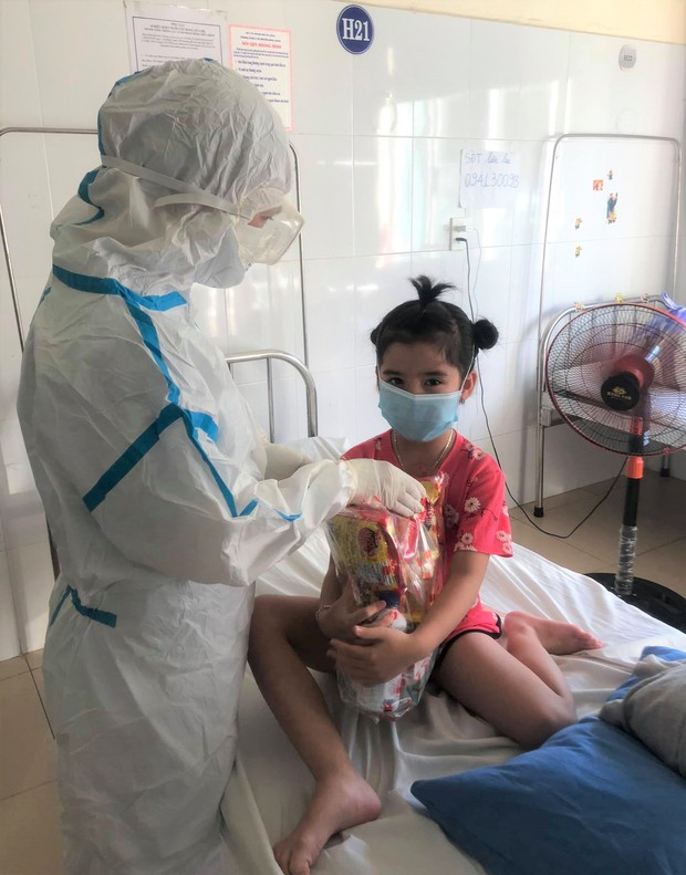 Ngày Quốc tế Thiếu nhi đặc biệt của các cháu bé mắc Covid-19 ở Đà Nẵng - Ảnh 15.