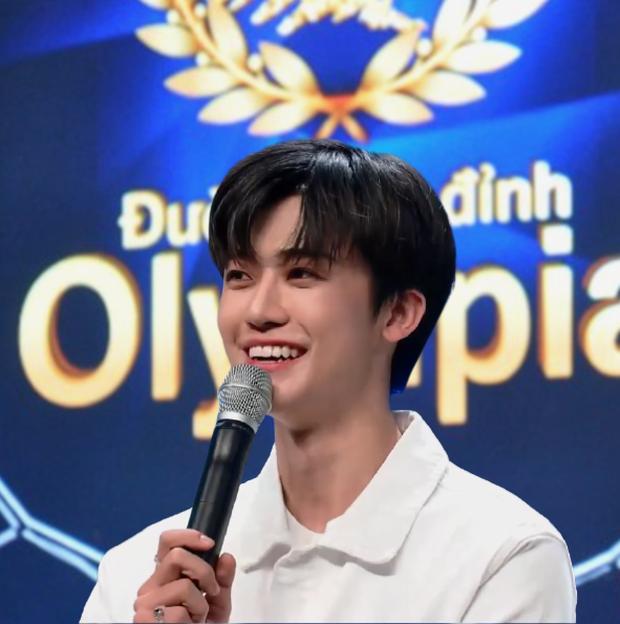 Profile idol Kpop gây bão với loạt ảnh thi Olympia: Nam thần cùng nhà SNSD, đẹp trai đến nỗi bị nhầm thành... hotboy Kon Tum - Ảnh 3.