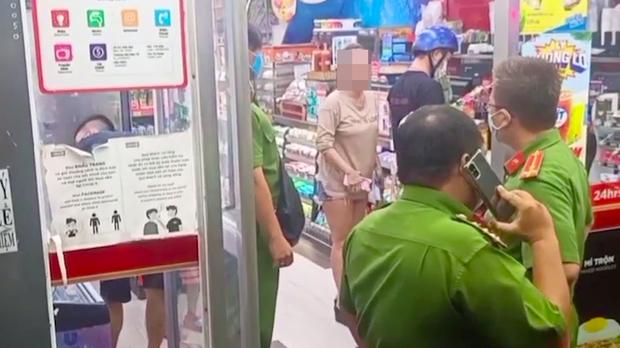 Người phụ nữ không đeo khẩu trang nơi công cộng ở Sài Gòn bị xử phạt 2,35 triệu đồng - Ảnh 1.