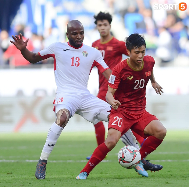 Tuyển Việt Nam bị Jordan cầm hoà 1-1 trong trận đấu cuối cùng trước thềm vòng loại World Cup 2022 - Ảnh 1.