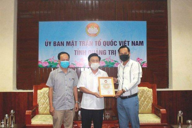 Netizen tranh cãi gay gắt về số tiền 1 tỷ đồng đại diện NS Hoài Linh trao tặng tỉnh Quảng Trị, gọi đây là tiền từ thiện trả góp - Ảnh 2.