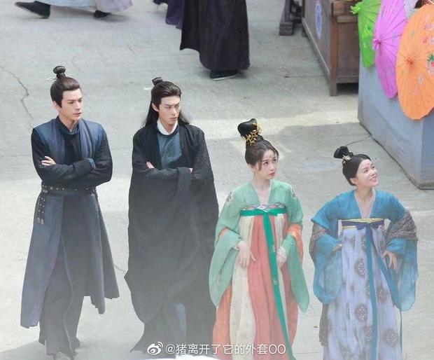 Ngu Thư Hân khoe váy áo xinh như mỹ nhân thời Đường, ai ngờ bị nam thần mặt quạu chiếm hết sóng ở phim mới - Ảnh 1.