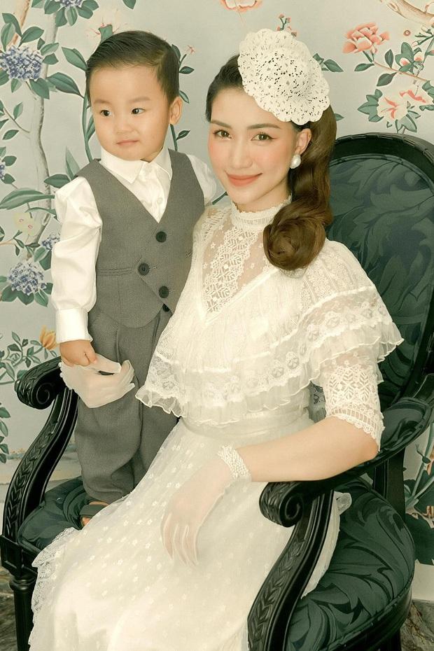 Chồng Hoà Minzy khui lại ảnh ngày xưa ơi, ai nhìn đều công nhận quý tử Bo nét nào nét đấy y chang bố - Ảnh 2.