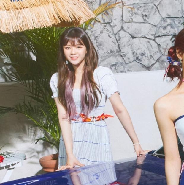 Stylist của TWICE cắt nát khăn Hermès nghìn đô để chế đồ cho idol, kết quả ra sao? - Ảnh 15.