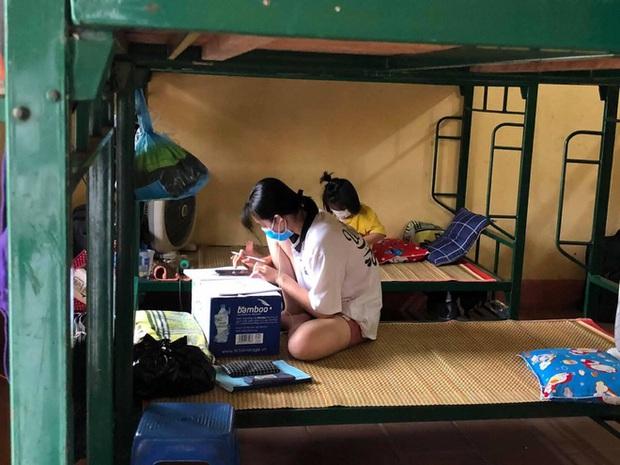 Thanh niên tự phi xe máy lên Bắc Giang chống dịch: Trời rất nóng, nhưng hàng trăm người dân cách ly thiếu nước uống. Thương lắm! - Ảnh 2.