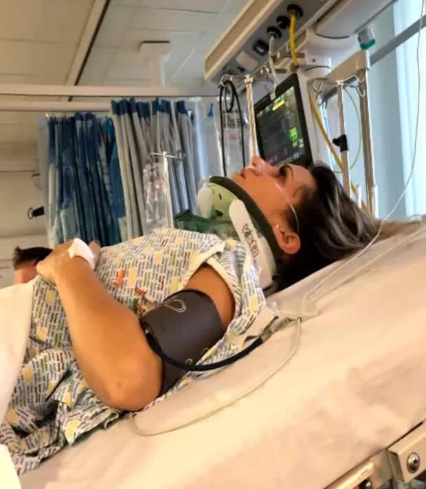 Tình cờ đi ngang tòa nhà, cô gái hứng trọn chiếc ghế sô pha tử thần rơi từ độ cao 5m làm thay đổi cả cuộc đời - Ảnh 4.