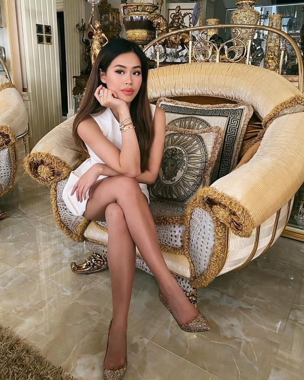 Ái nữ nhà tỷ phú Johnathan Hạnh Nguyễn ngày càng thần thái, ngồi chống cằm thôi cũng đẹp - Ảnh 2.