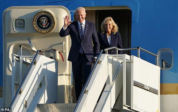 """Khoảnh khắc Đệ Nhất Phu nhân Mỹ """"dạy chồng"""" ngay trên sóng gây bão MXH, phản ứng sau đó của Tổng thống Biden đặc biệt gây chú ý - Ảnh 6."""