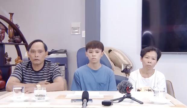 Bố mẹ ruột của Hồ Văn Cường đích thân lên tiếng làm rõ quan hệ với Phi Nhung, kể lại chuyện đối chất với fan bí ẩn - Ảnh 2.