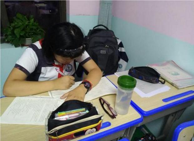 Con gái lớp 4 dùng máy tính học online, bà mẹ hoảng loạn khi nhìn vào lịch sử tìm kiếm toàn 18+ - Ảnh 2.