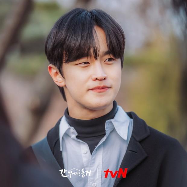 Netizen ngất lịm trước dàn trai đẹp xoay quanh Hyeri ở Bạn Cùng Phòng Là Gumiho - Ảnh 12.