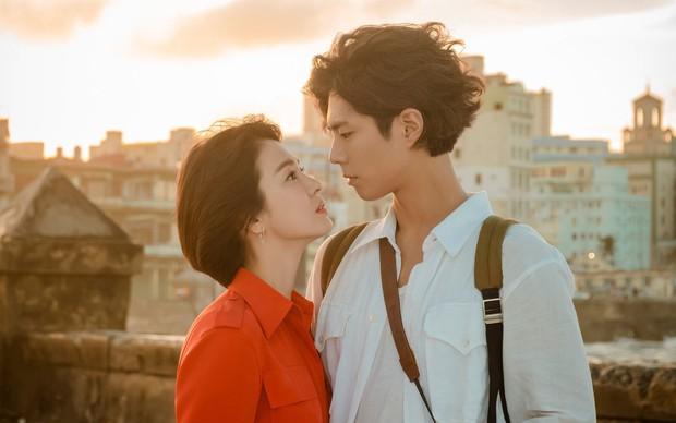 Tuyển tập phốt chấn động của Song Hye Kyo: Từ đại gia bao nuôi đến ngoại tình với bạn của chồng, sốc nhất lần cúi gập xin lỗi - Ảnh 4.