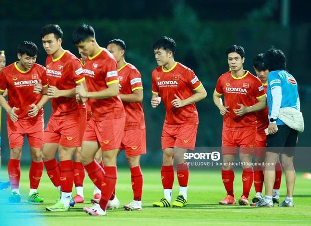 3 tuyển thủ Việt Nam phải tập riêng, lo lắng nhất trường hợp của Tuấn Anh - Ảnh 2.
