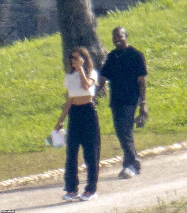 HOT: Kanye West lộ ảnh hẹn hò tình cũ Cristiano Ronaldo sau 4 tháng ly hôn Kim, body nóng bỏng của siêu mẫu gây sốt - Ảnh 3.