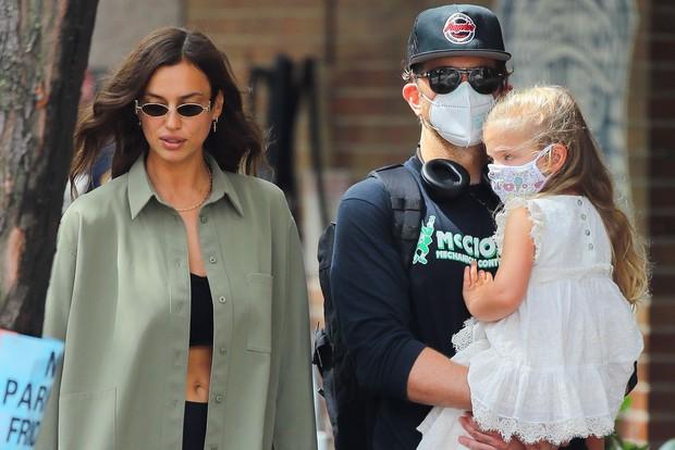 HOT: Kanye West lộ ảnh hẹn hò tình cũ Cristiano Ronaldo sau 4 tháng ly hôn Kim, body nóng bỏng của siêu mẫu gây sốt - Ảnh 12.