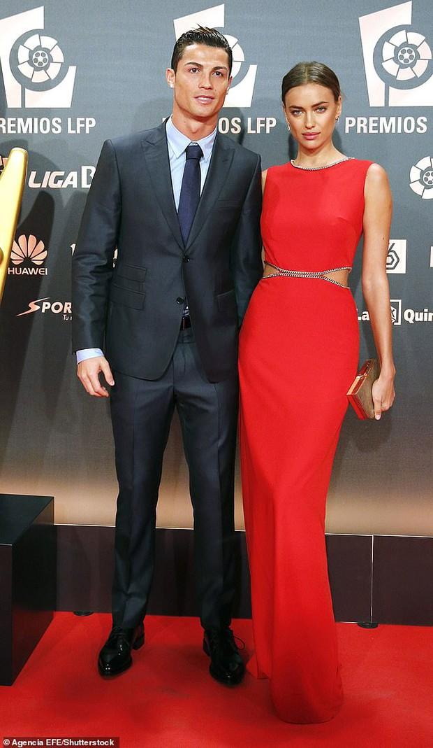 Chị em chia ngọt sẻ bùi: Hóa ra Kim cũng từng cặp với Ronaldo, giờ đến lượt nàng mẫu nóng bỏng share tình cũ - Ảnh 3.
