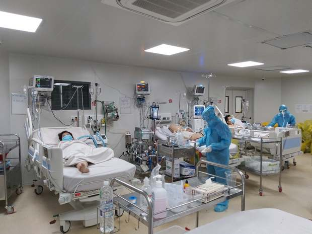 Sức khỏe những bệnh nhân Covid-19 nặng đang được điều trị tại BV Bệnh Nhiệt Đới hiện giờ ra sao? - Ảnh 2.