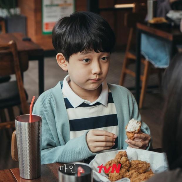 Phát sốt với profile con trai Lee Bo Young ở Mine: Diễn xuất cực đỉnh, 10 tuổi đã có phim thắng Oscar - Ảnh 1.