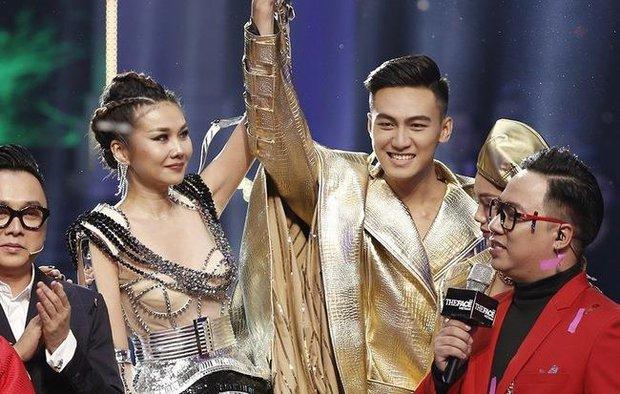 Mạc Trung Kiên bị netizen gọi là bù nhìn khi để cho cố vấn cân hết cả team The Face Online! - Ảnh 1.